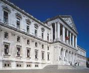 fotografia da fachada do Parlamento Português - fotografia pertencente ao panfleto da A.R. (uma visita à Assembleia da República)